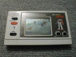 LCDゲームデジタルモビルスーツガンダム バンダイ 1982年?月発売液晶ゲームですね.