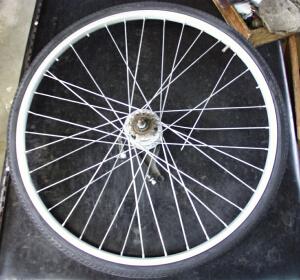 自転車の 自転車 スポーク : ... 本のスポークが折れています