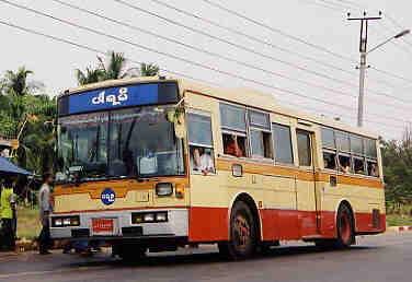 ミャンマーの日本製中古バス 200...