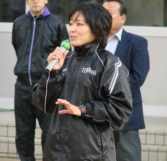 山口衛里コーチ