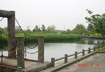 1、神左の処理水が導入された足洗公園。昭和47年〜平成17年までに4億6千890万円が投下されている