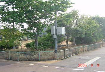 1、草岡神社前の草岡西公園(壊れかけのフエンス)
