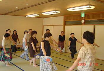 3、古三恒例の踊り伝授 pot2005.07.10