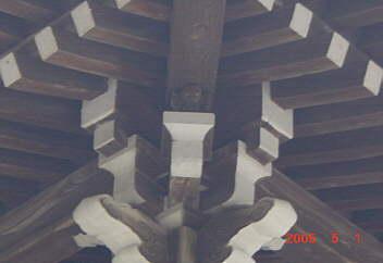 3.屋根を支える猿・隅木と舛(七不思議)