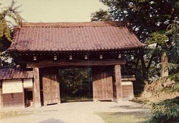 2.37年前に撮影した式台門(重要文化財)