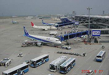 4階デッキから見るセントレア空港 2006.8.27