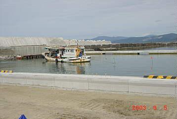 総事業費28億、水産庁漁業活性化対策整備事業で整備されている岩内湾  2003.9.5