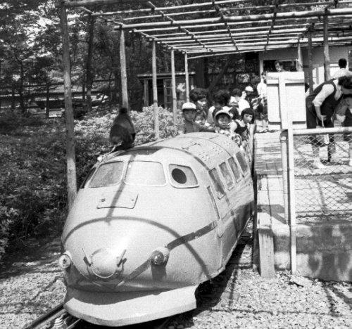 お猿の電車